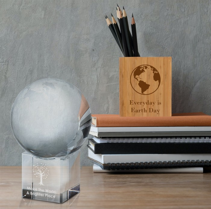Spinnable World Globe with Conca