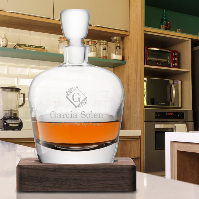 LSA Decanter & Walnut Base lifes